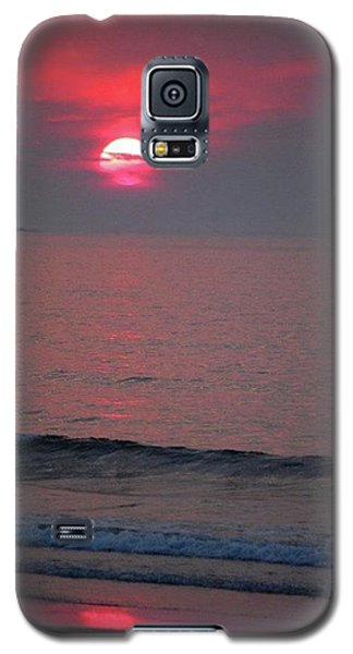 Galaxy S5 Case featuring the photograph Atlantic Sunrise by Sumoflam Photography