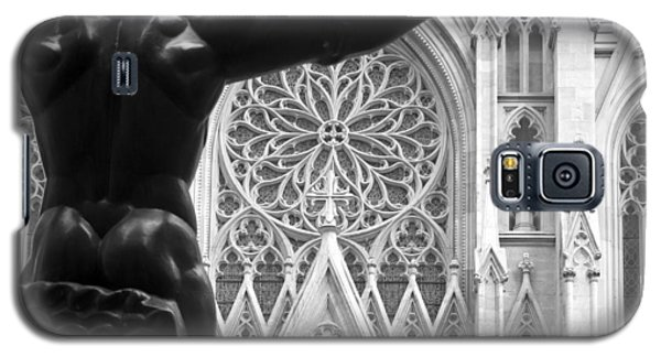 Galaxy S5 Case featuring the photograph Atlas And St. Patrick's Cathedral by Michael Dorn