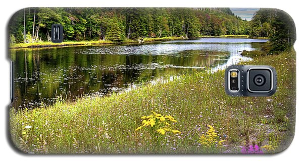 Galaxy S5 Case featuring the photograph August Flowers On The Pond by David Patterson