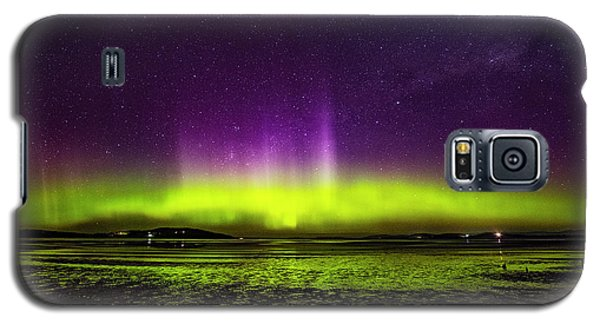 Galaxy S5 Case featuring the photograph Aurora Australis by Odille Esmonde-Morgan