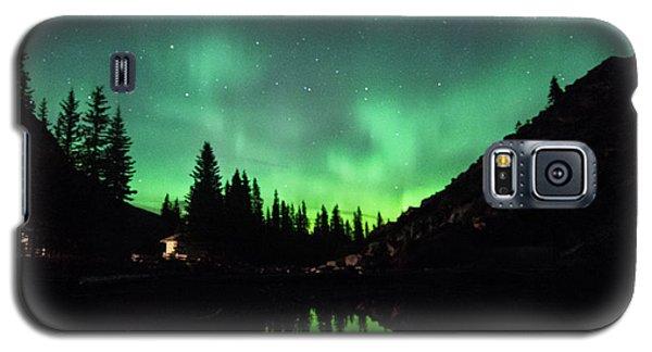 Aurora On Moraine Lake Galaxy S5 Case by Alex Lapidus