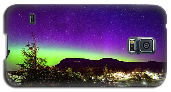 Galaxy S5 Case featuring the photograph Aurora Over Mt Wellington, Hobart by Odille Esmonde-Morgan