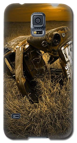 Auto Wreck In A Grassy Field On The Prairie At Sunset Galaxy S5 Case