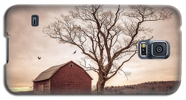 Galaxy S5 Case featuring the photograph Autumn Barn And Tree by Gary Heller