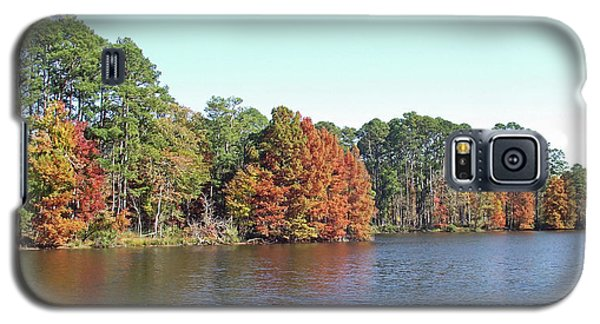 Autumn Color At Ratcliff Lake Galaxy S5 Case