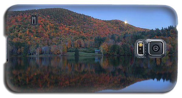 Autumn Moonrise In The Green Mountains Galaxy S5 Case by John Burk