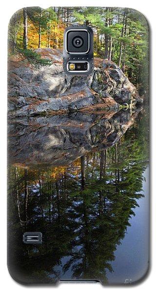 Autumn Reflections At Runaround Pond In Durham Maine  -20224 Galaxy S5 Case