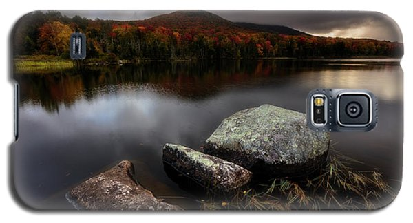 Galaxy S5 Case featuring the photograph Autumn Visit by Mike Lang