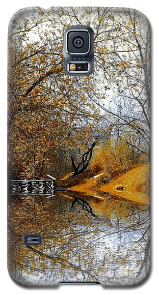 Galaxy S5 Case featuring the photograph Autumnal by Elfriede Fulda