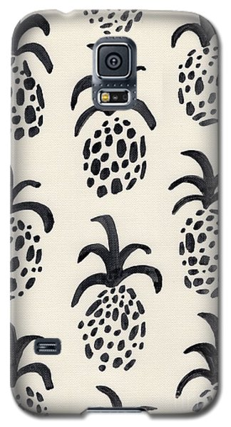 B And W Pineapple Print Galaxy S5 Case by Anne Seay