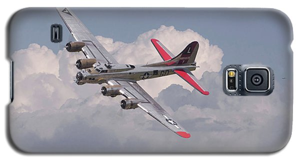 Galaxy S5 Case featuring the photograph B17 - The Last Lap by Pat Speirs