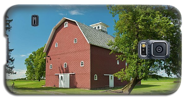 Galaxy S5 Case featuring the photograph Babcock Barn 2259 by Guy Whiteley