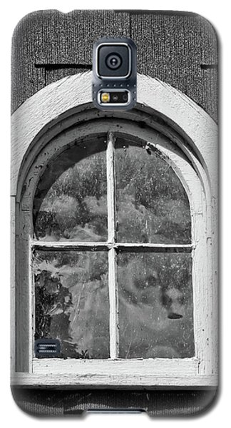Galaxy S5 Case featuring the photograph Babcock Window 2273 by Guy Whiteley