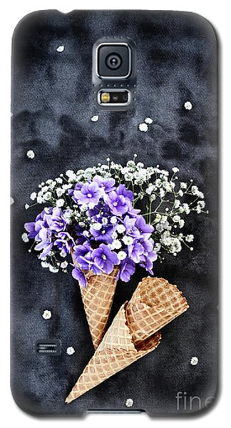 Galaxy S5 Case featuring the photograph Baby's Breath And Violets Ice Cream Cones by Stephanie Frey