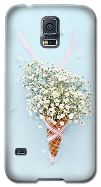 Galaxy S5 Case featuring the photograph Baby's Breath Ice Cream Cone by Stephanie Frey