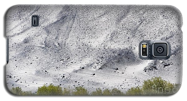 Galaxy S5 Case featuring the photograph Backdrop Of Sand, Chumathang, 2006 by Hitendra SINKAR
