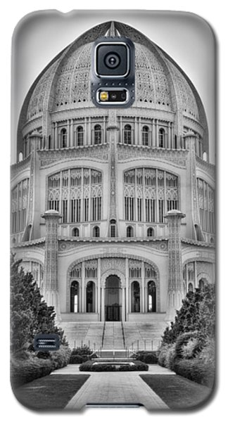 Galaxy S5 Case featuring the photograph Baha'i Temple - Wilmette - Illinois - Vertical Black And White by Photography  By Sai