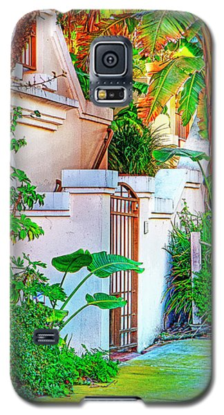 Galaxy S5 Case featuring the photograph Ballona Lagoon Gate by Chuck Staley