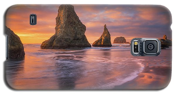 Galaxy S5 Case featuring the photograph Bandon's New Years Eve Light Show by Darren White