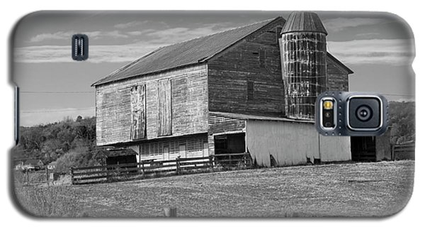 Galaxy S5 Case featuring the photograph Barn 1 by Mike McGlothlen