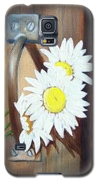 Galaxy S5 Case featuring the painting Barn Door Daisies Sold by Susan Dehlinger