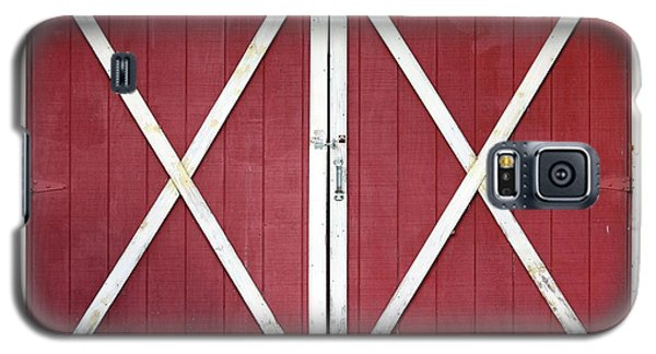 Red Barn Doors Galaxy S5 Case by Sheila Brown