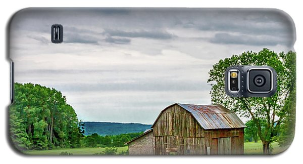 Galaxy S5 Case featuring the photograph Barn In Bliss Township by Bill Gallagher