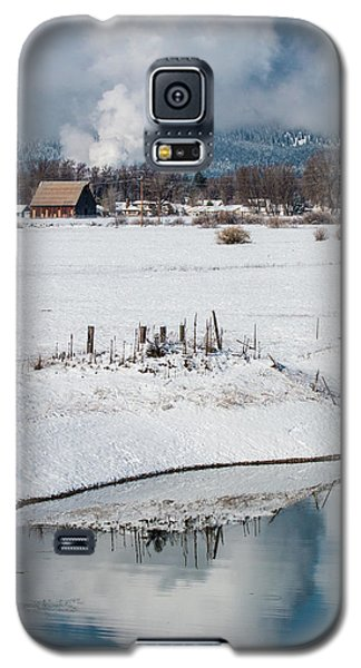 Barn In Winter Galaxy S5 Case