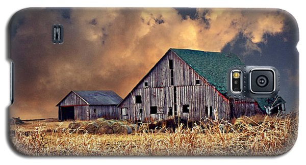 Barn Surrounded With Beauty Galaxy S5 Case