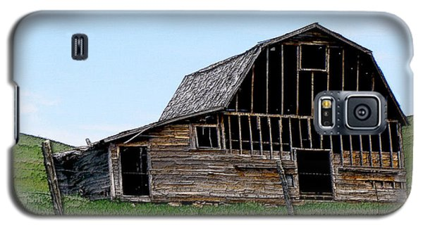 Galaxy S5 Case featuring the photograph Barn by Susan Kinney
