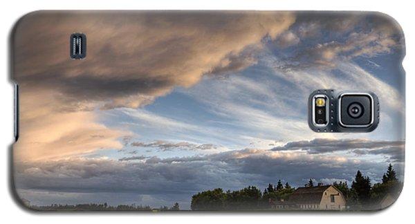 Barn Under Storm Clouds Galaxy S5 Case by Dan Jurak