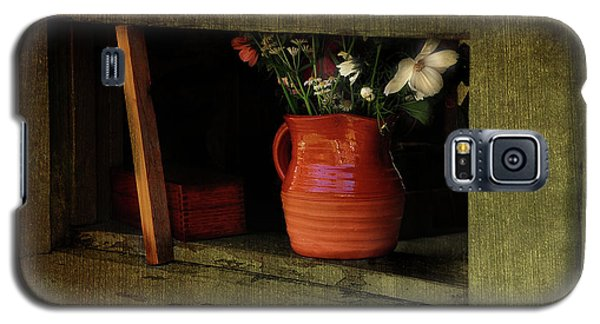 Galaxy S5 Case featuring the photograph Barn Window by Elaine Manley