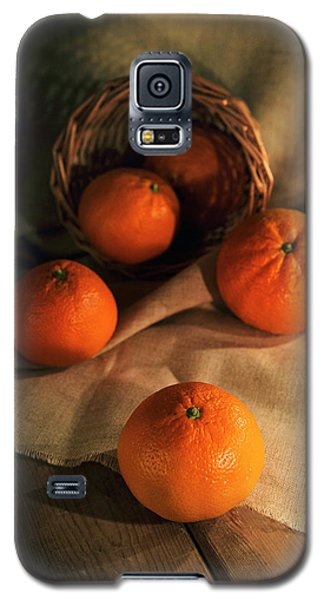 Galaxy S5 Case featuring the photograph Basket Of Fresh Tangerines by Jaroslaw Blaminsky