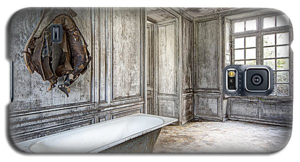 Bathroom In Decay - Abandoned Building Galaxy S5 Case by Dirk Ercken