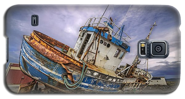 Galaxy S5 Case featuring the photograph Battered Boat by Roman Kurywczak