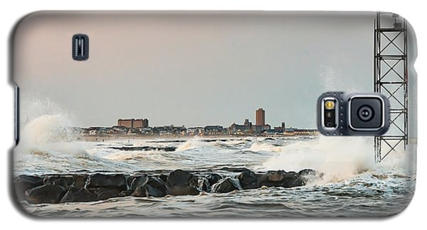 Battering The Shark River Inlet Galaxy S5 Case by Gary Slawsky