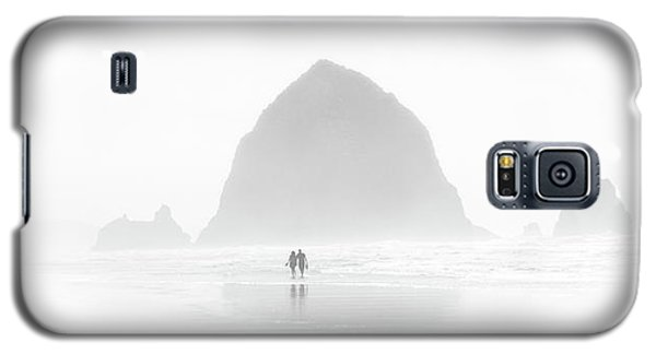 Galaxy S5 Case featuring the photograph Beach Combers by Jeffrey Jensen