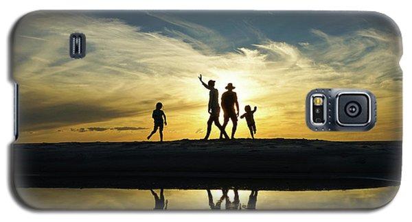 Beach Dancing At Sunset Galaxy S5 Case