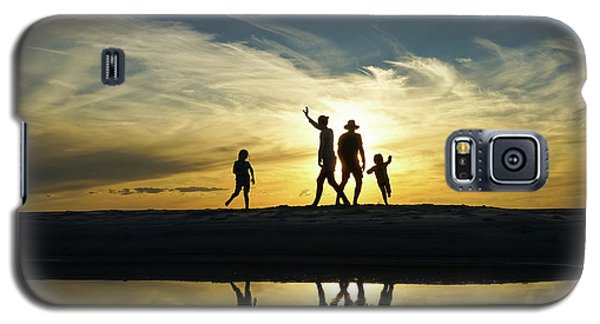 Beach Dancing At Sunset Galaxy S5 Case