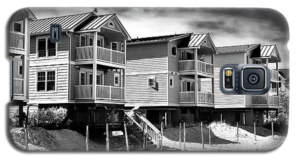 Galaxy S5 Case featuring the photograph Beach Haven Living by John Rizzuto