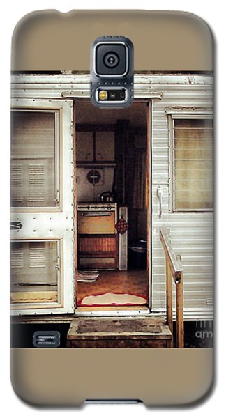 Galaxy S5 Case featuring the photograph Camping Trailer by Susan Parish