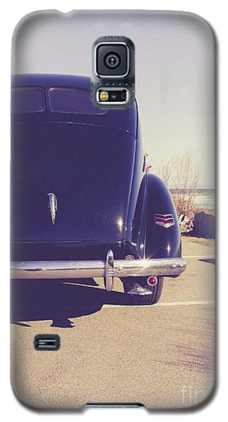 Galaxy S5 Case featuring the photograph Beach Memories by Edward Fielding