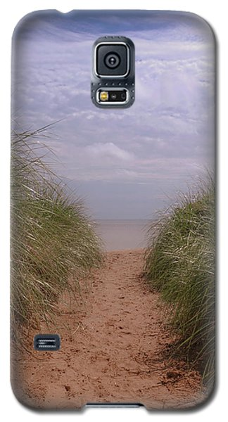 Galaxy S5 Case featuring the photograph Beach Memories by Heidi Hermes