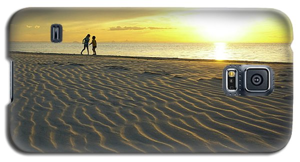 Beach Silhouettes And Sand Ripples At Sunset Galaxy S5 Case