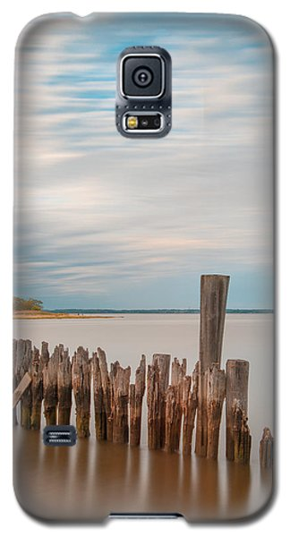 Beautiful Aging Pilings In Keyport Galaxy S5 Case by Gary Slawsky