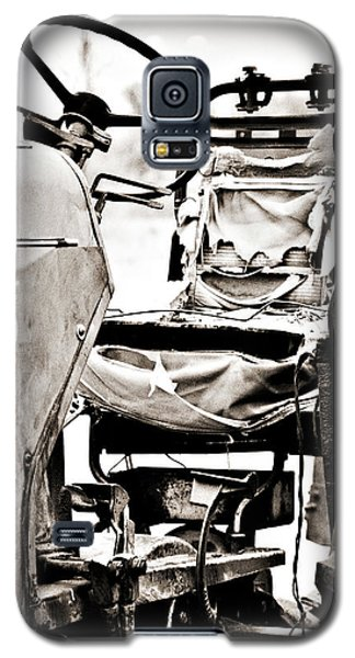 Beautiful Oliver Row Crop Old Tractor Galaxy S5 Case by Marilyn Hunt