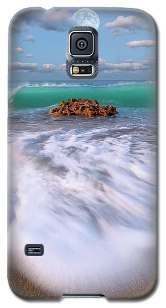 Beautiful Waves Under Full Moon At Coral Cove Beach In Jupiter, Florida Galaxy S5 Case by Justin Kelefas
