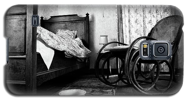 Bed Room Rocking Chair - Abandoned Building Bw Galaxy S5 Case