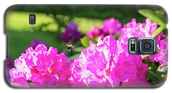 Bee Flying Over Catawba Rhododendron Galaxy S5 Case