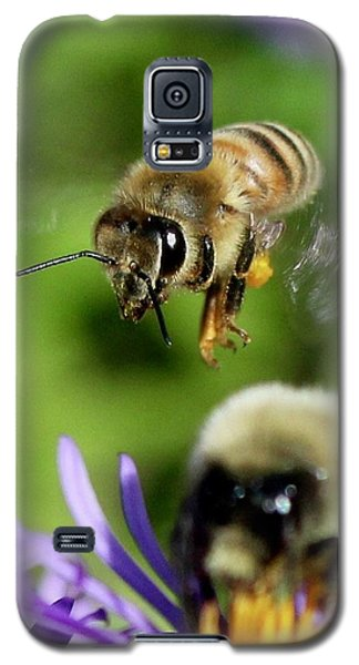 Bee In Flight  Galaxy S5 Case